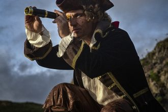 What did Pirate Captains Wear?