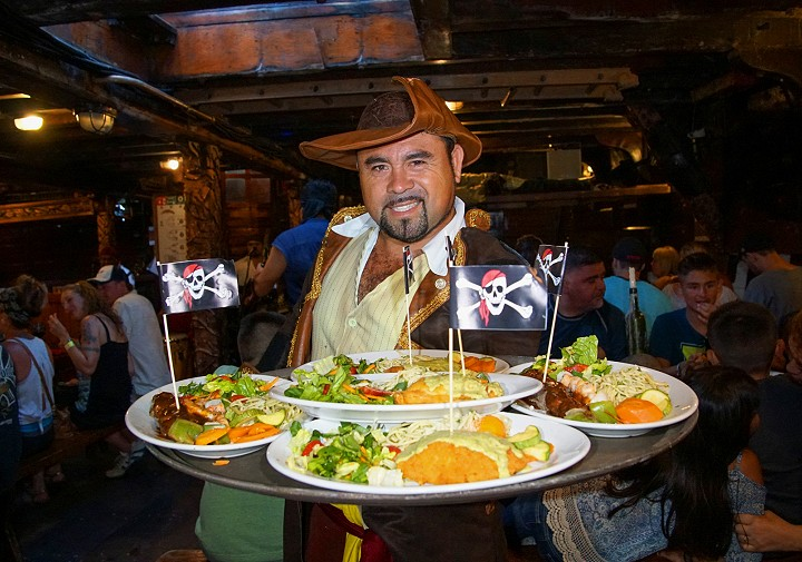 dinner pirate ship vallarta