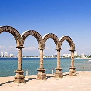 los-arcos-in-the-malecon-puerto-vallarta